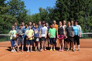 "Projektgruppe ""Tennis"" der Peter-Wust-Schule mit Schulleiterin  Frau Jugl-Koch."
